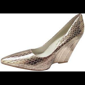 Alice + Olivia pointed toe platform heels